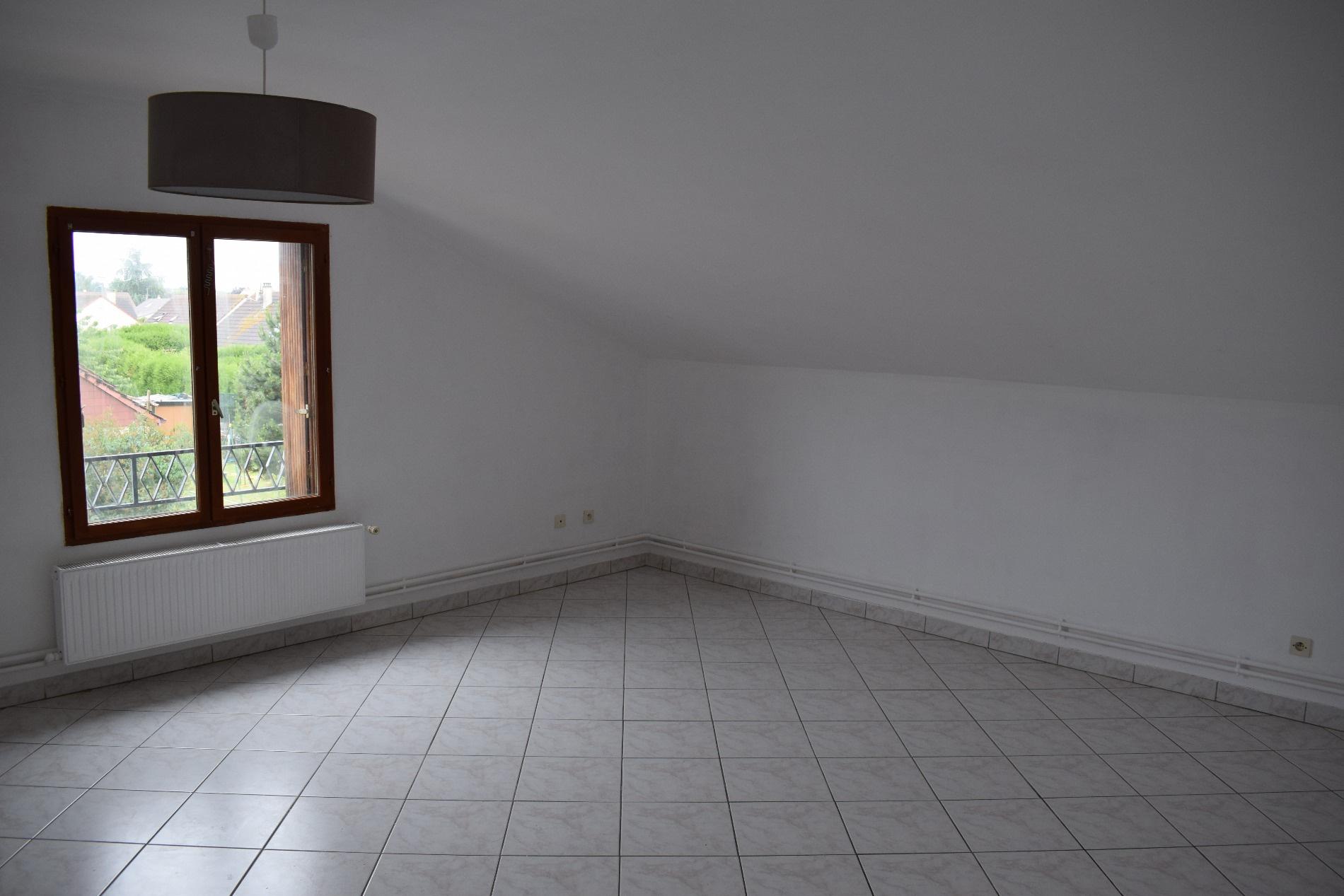 Location appartements maisons et villas dreux for Location garage dreux